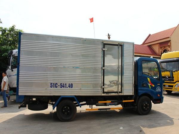 xe-tải-veam-vt200 thùng kín mở cữa hông.jpg