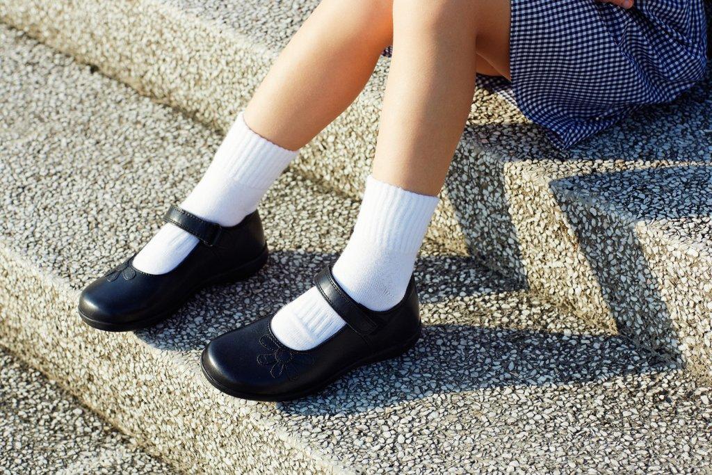 Wybierz ubrania szkolne dla dziecka: Zestawy ubrań do szkoły dla dziewczyn