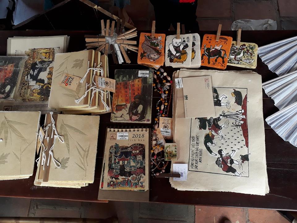 Tranh Đông Hồ và các sản phẩm thủ công từ giấy dó
