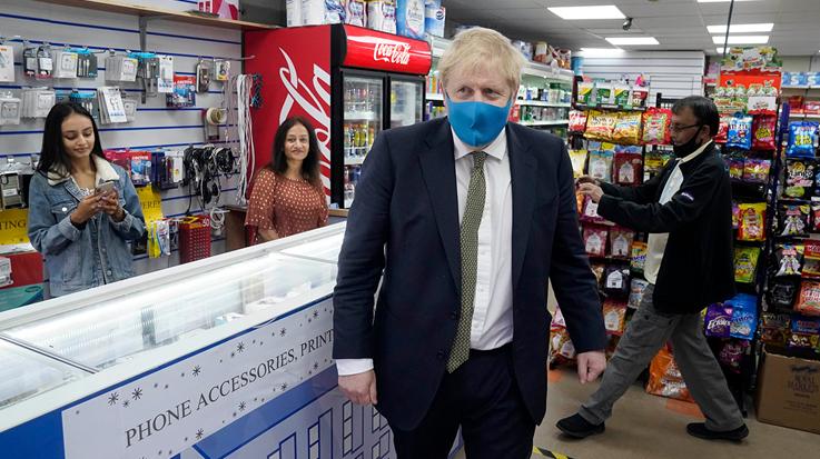 Прем'єр Британії Борис Джонсон, який спершу скептично ставився до коронавірусної пандемії, перехворів сам, підкорився загальним правилам і тепер носить маски