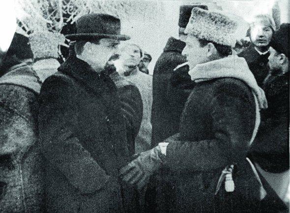 Члени Директорії Володимир Винниченко (ліворуч) іСимон Петлюра прибули наурочистості наСофійській площі вКиєві, 19грудня 1918рік