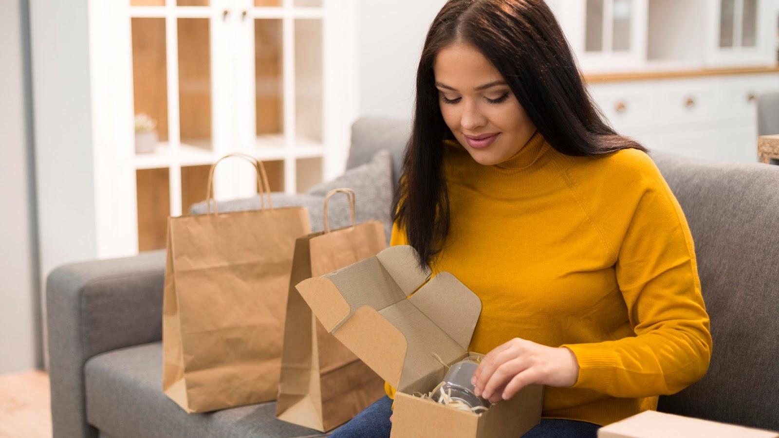 Se preocupar com a unboxing experience do cliente pode se tornar um diferencial do seu negócio na entrega de produtos. (Foto: FreePik)