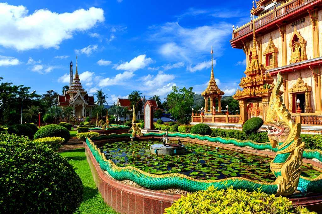 https://putidorogi-nn.ru/images/stories/aziya/tailand/vat_chalong_3.jpg