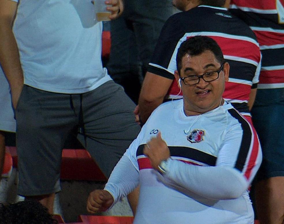 Diego Aguiar diz que é exatamente como aquele torcedor que apareceu na televisão — Foto: Reprodução