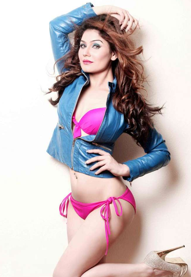 OMG for the pink hotness. The Great Grand Masti actress ...