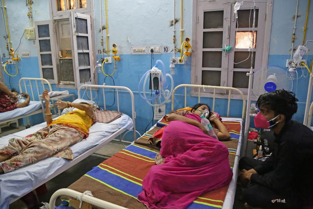 Mais de 25 milhões de indianos já foram infectados. (Fonte: Shutterstock/Sumit Saraswat/Reprodução)