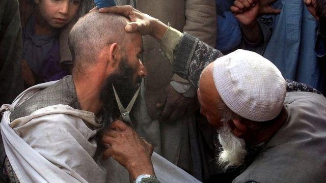В парикмахерской в Афганистане