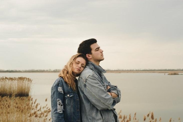Khi phụ nữ quay lại với người yêu cũ: Vì cô đơn hay vì yêu?   ELLE