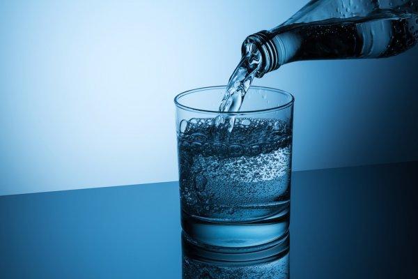 杯子里有饮料  描述已自动生成
