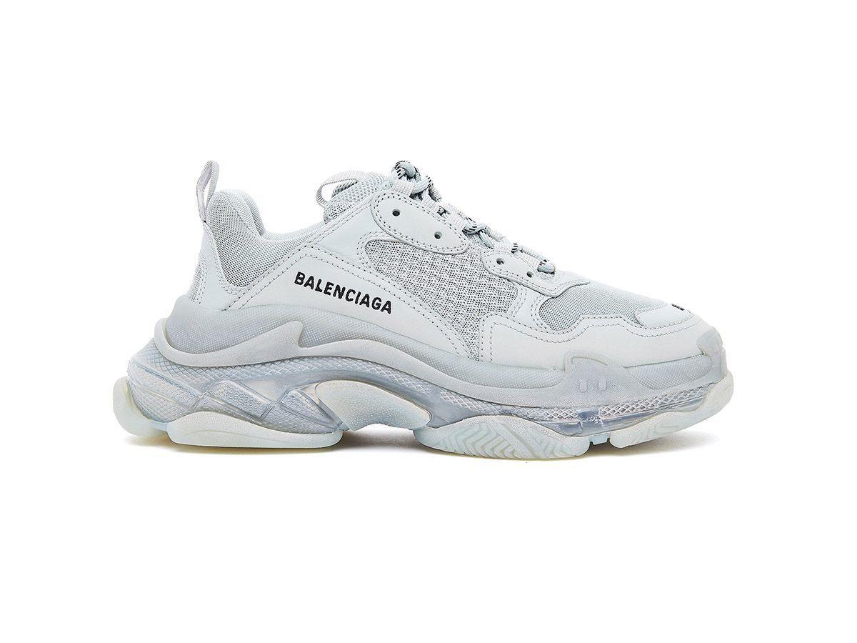 Một mẫu giày trắng được nhiều người quan tâm