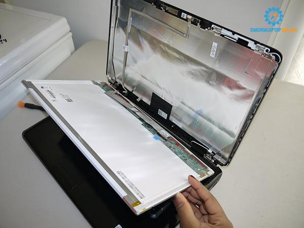 gia-thay-man-hinh-laptop-2