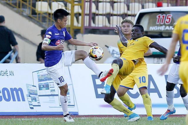 Các đội bóng của bầu Hiển đồng loạt đứng ở các vị trí cao sau khi V-League trở lại (ảnh: Gia Hưng)