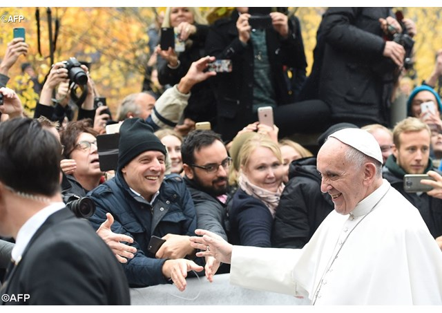 Pope Francis greets well-wishers en route to Lund's Lutheran Cathedral in Sweden - AFP