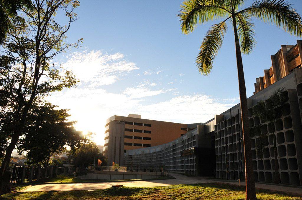 Foto da fachada da sede do Tribunal de Justiça de Goiás (TJGO)