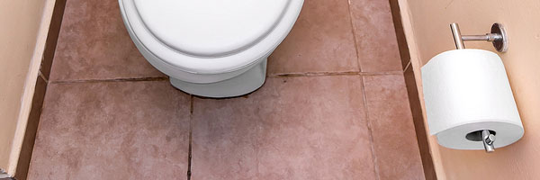 Močenie, vyprázdňovanie hrubého čreva a používanie WC