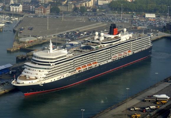 Queen Elizabeth II names huge new liner