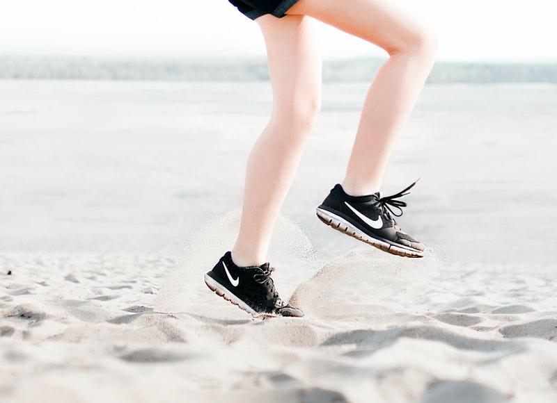 Fortalecer tus piernas con entrenamientos caseros ayudaran a endurecerlas