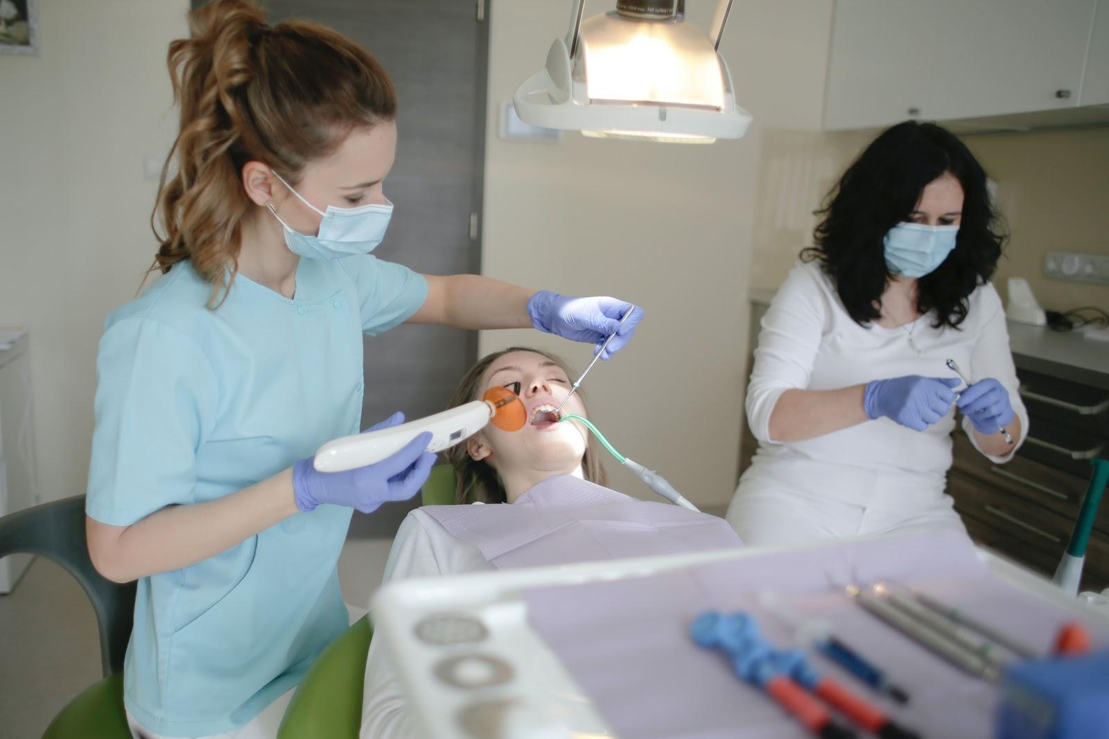 Get straight teeth by orthodontic headgear
