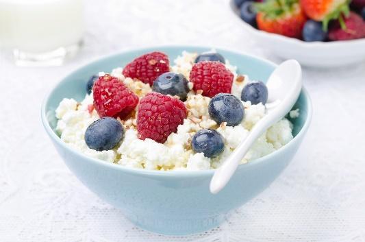 Cottage Cheese vs. Greek Yogurt: Which Is Healthier?