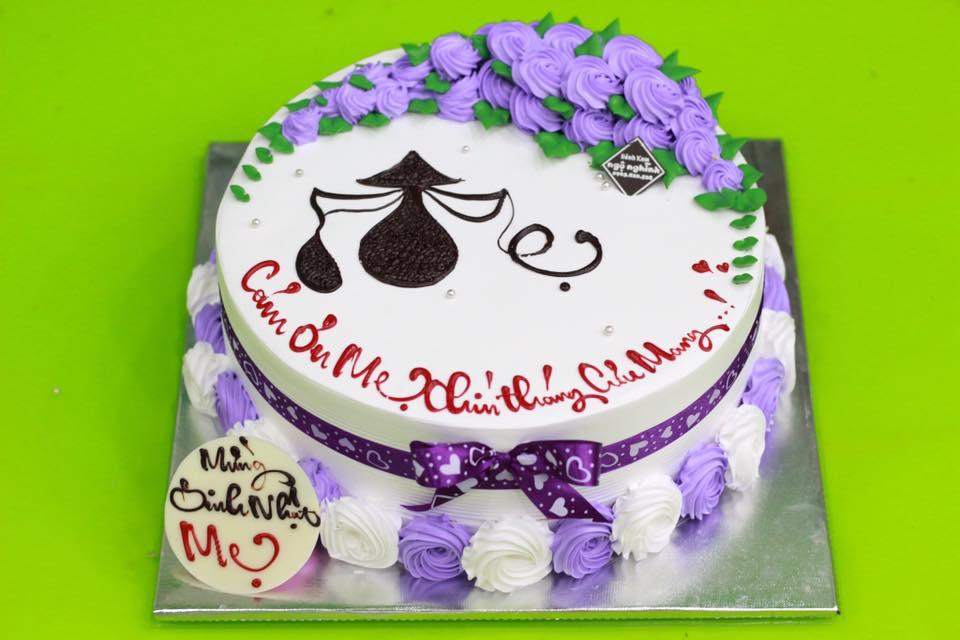 Các bạn nên tham khảo giá mua bánh sinh nhật mẹ từ nhiều nơi
