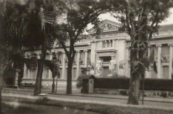 http://maivantran.files.wordpress.com/2011/09/palais_du_gouverneur_de_cochinchine_saigon.jpg?w=590&h=390