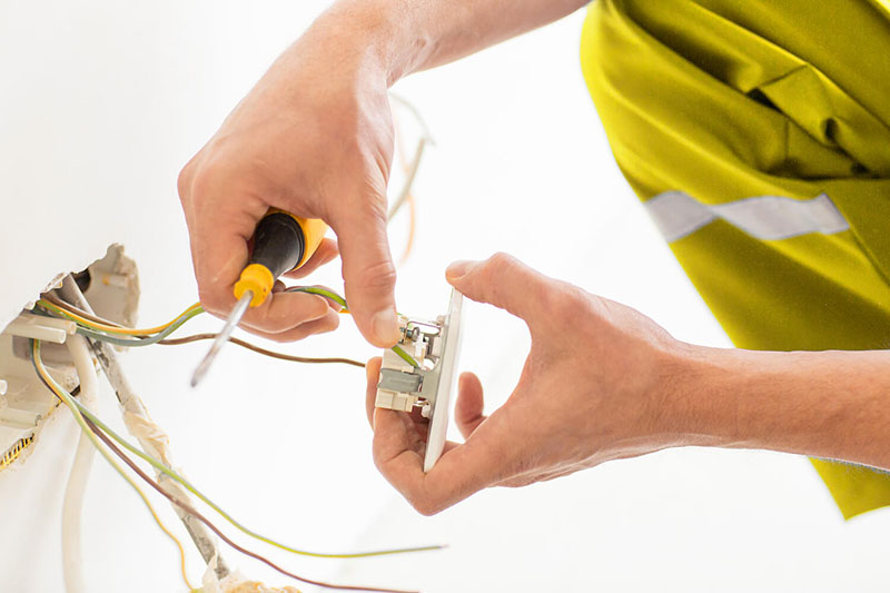Elektrowartung bei Elektronotdienst Blitz   Elektronotdienst Blitz