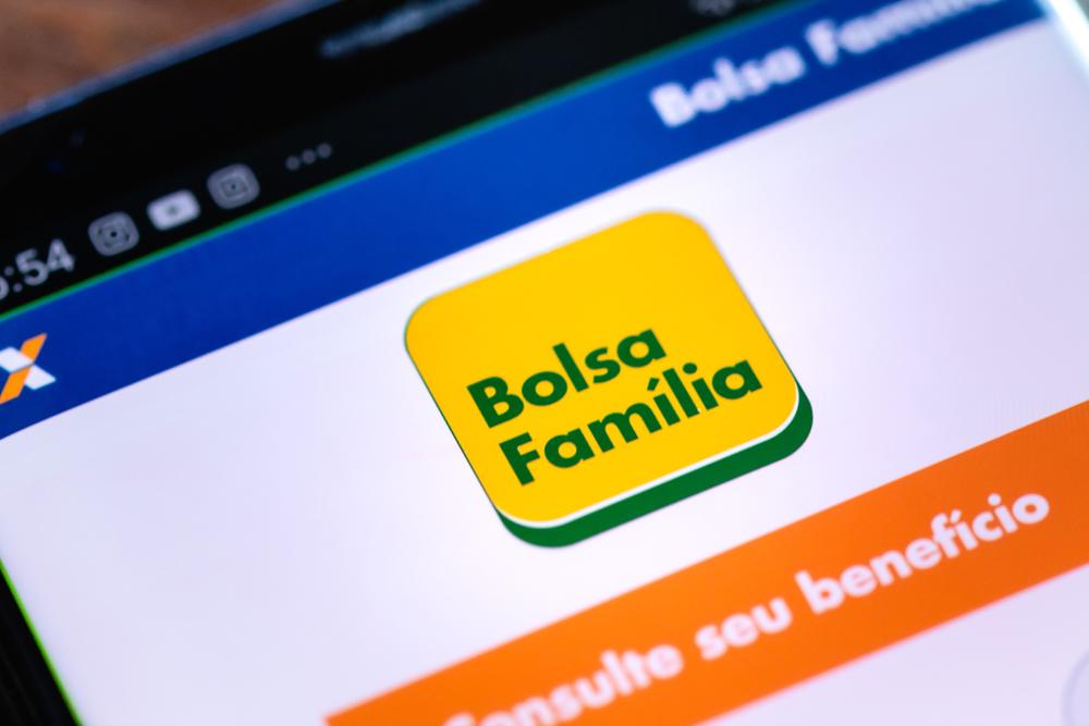 O Bolsa Família é o principal programa de distribuição de renda do Brasil. (Fonte: Shutterstock)