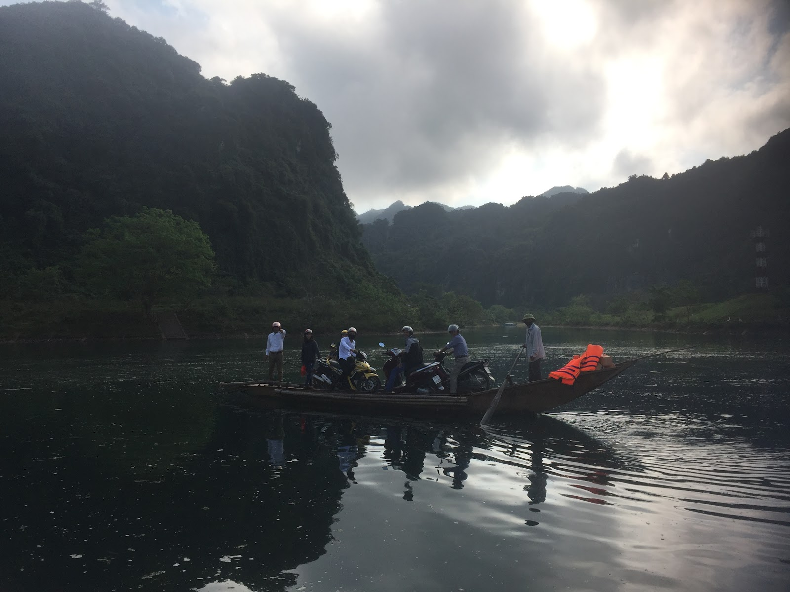 A motorcycle tour on a boat: Motobike routes at Phong Nha