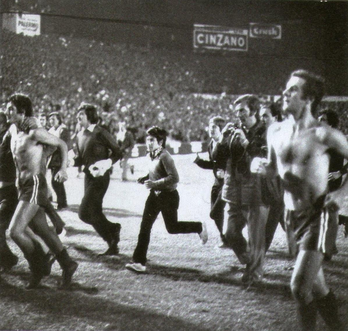 C:\Users\user\Pictures\Escaneadas Independiente\Sudamericana 2010\1972 vuelta olímpica copa Libertadores vs Universitario - Pastoriza.jpg