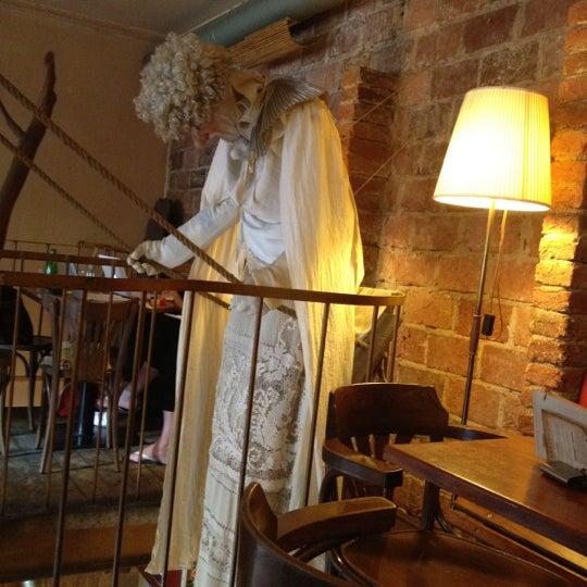 Kavárna V Sedmém Nebi - statue