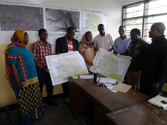 Community members receive printed maps of Tandale ward CREDIT: Ramani Huria