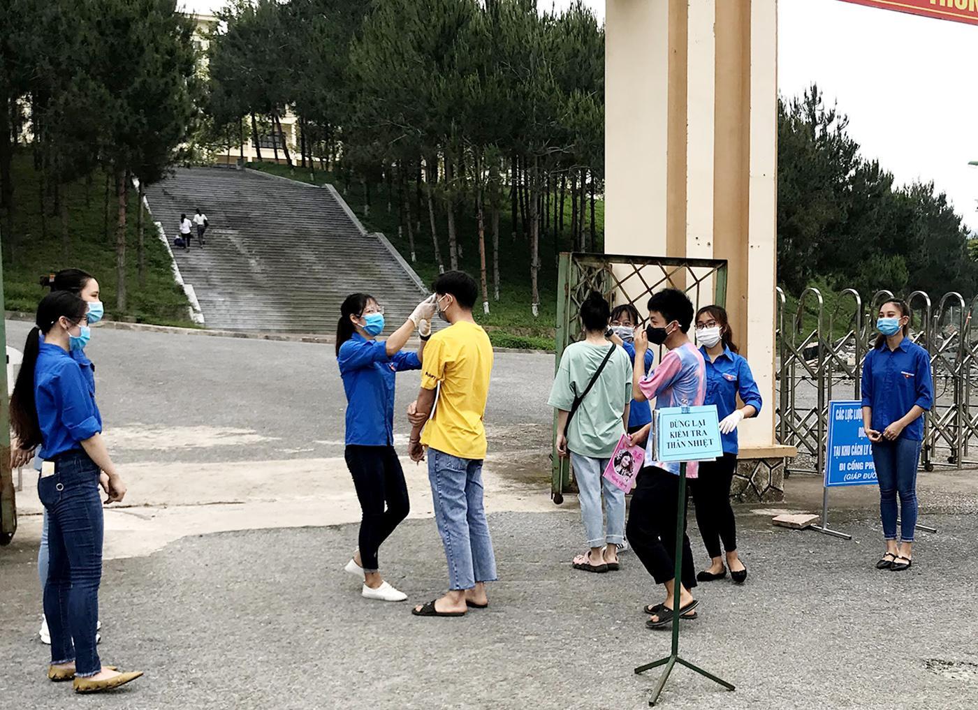 Phân hiệu Đại học Thái Nguyên tại tỉnh Lào Cai đón sinh viên trở lại học tập sau sau kỳ nghỉ dài do ảnh hưởng của đại dịch COVID-19