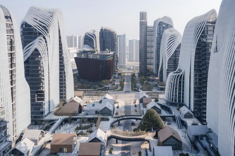 Nanjing Zendai Himalayas Center. Image Courtesy of MAD Architects
