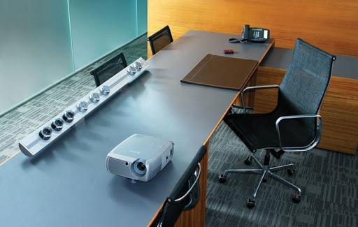Nhiều trang thiết bị đi kèm trong văn phòng
