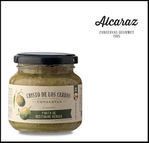 Aceitunas verdes naturales descarozadas y molidas hasta obtener una deliciosa pasta