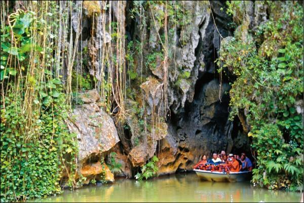 雲尼斯山谷鄰近一帶的區域有很多石灰岩質地形,亦可走訪石灰岩洞。