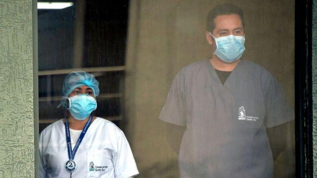 Працівники лікарень в Еквадорі