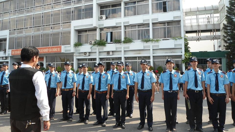 Đội ngũ bảo vệ giữ xe chuyên nghiệp chấp hành nghiêm túc nội quy