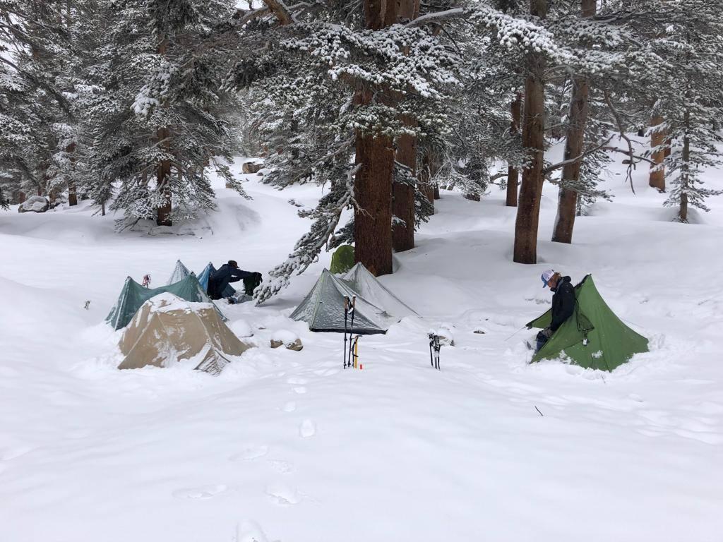 De Zpacks Duplex bedekt onder een laag sneeuw