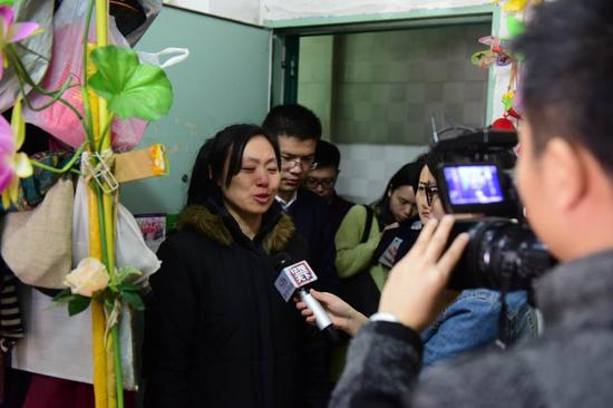 The grief-stricken family of Ms. Lin. (via Shenzhen Evening News)