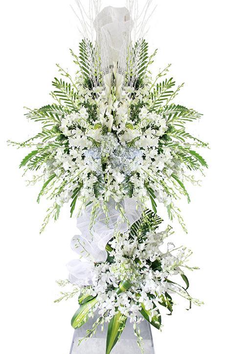 Ảnh có chứa cây, hoa, bình, bầu trời  Mô tả được tạo tự động