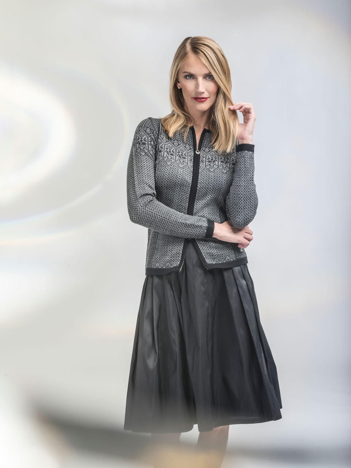 af50720a8ad88 This jacket can also turn into an elegant look for parties after work or  school. Perfect Choice for work, school and evenings out!