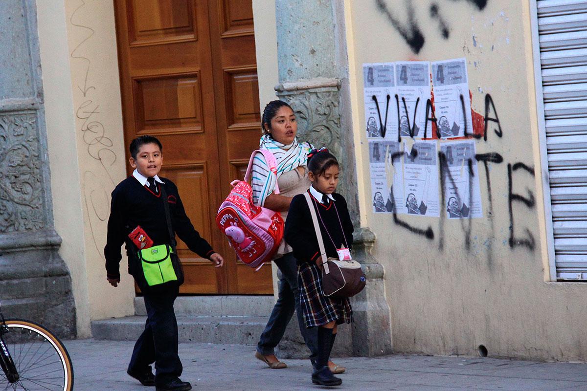 Niños rumbo a clases en Oaxaca. Foto: Xinhua / Máx Núñez