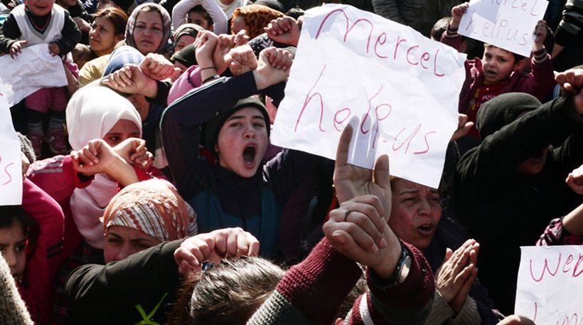 «Μέρκελ, βοήθησέ μας», φωνάζουν οι πρόσφυγες στην Ειδομένη