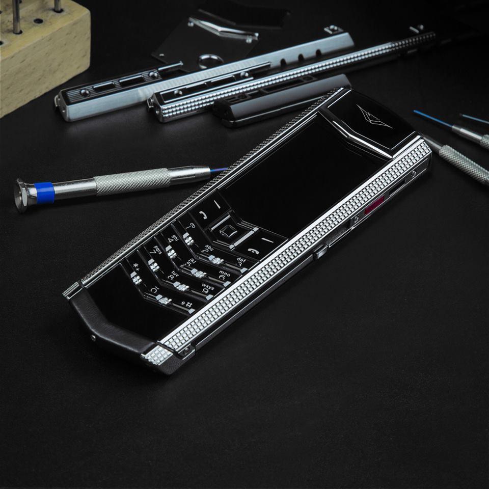 Giá 1 chiếc điện thoại vertu signature s chính hãng