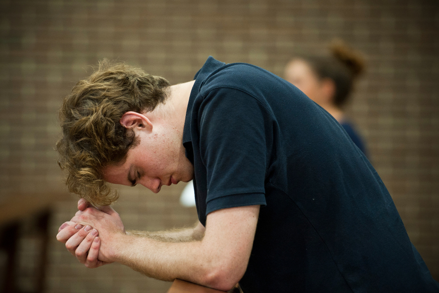 WEB-YOUNG-COLLEGE-STUDENT-PRAYING-George-Martell