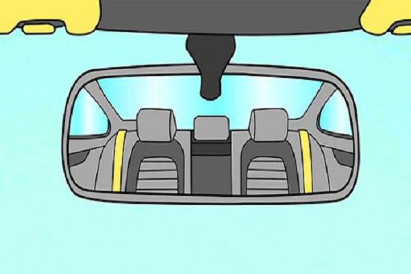 Chỉnh gương chiếu hậu trong cabin cũng là kỹ năng lái xe ô tô quan trọng