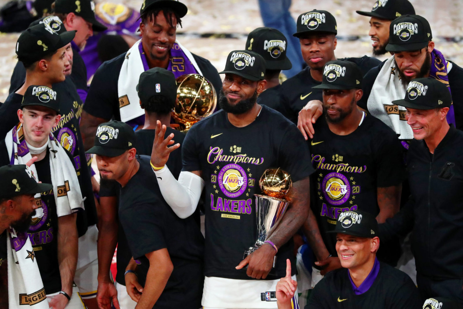 NBA Analyst Predicts Golden State Warriors Will Dethrone Los Angeles Lakers  Next Season - EssentiallySports