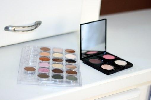 makeup-603734__340.jpg