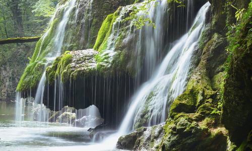 A képen természet, víz, vízesés, kültéri látható  Automatikusan generált leírás